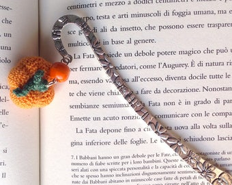 Bookmark hook with pumpkin amigurumi