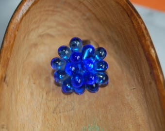 Adjustable ring with sapphire blue glass drops