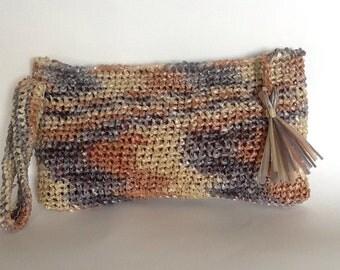 Hand bag made of raffia
