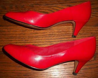 Vintage 80's Red LifeStride Heels or Pumps 6-1/2