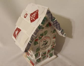 Green plaid mosaic Christmas birdhouse made in the piquasette style