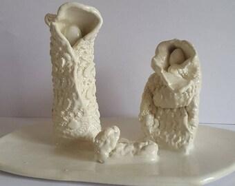 """Ceramic figurines representing """"family"""""""