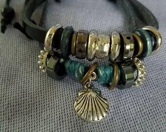 Multistrand Adjustable Leather Bracelet with Scallop Shell Charm / Camino de Santiago / Boho / Beach
