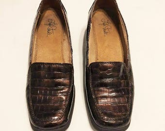 Life Stride | Vintage 1990's Brown Gator Texture Loafers / Croc Textured Shoes / Brown Leather Loafers