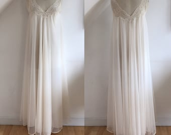 Vintage 1960s Peignoir Nightdress Robe Champagne Frothy Lace 60s Negligee Boudoir Gown Divine uk 16