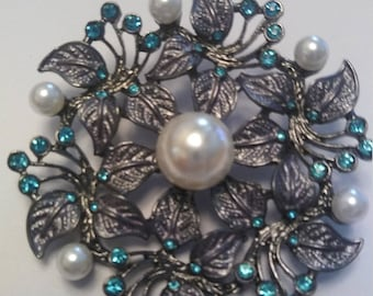 Turquoise rhinestone and faux pearl floral brooch                       #47