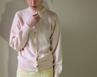 Vintage 1980s baby pink Scottish cashmere cardigan . Size : 8/10/12 UK