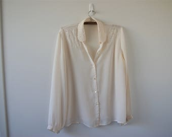 Off-white vintage blouse with embroidery peter-pan collar