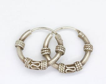 vintage silver hoop earrings /tribal earrings/small hoop earrings/90's earrings/ ethnic hoop earrings/vintage earrings/vintage silver
