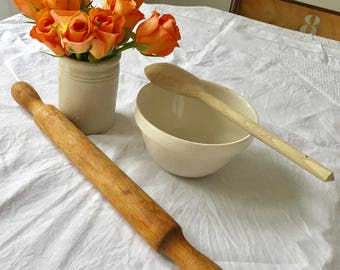 Vintage 1930's wooden rolling pin.