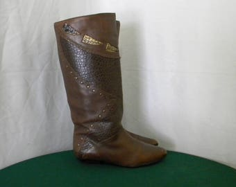 Sz 8m Women Vintage Tall brown leather 1980s wedge heel riding boots.