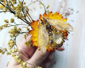 Honey bee pin - Gold bee brooch - Bumble bee brooch - Bee pin - Embroidered brooch - Bee brooch - Bee Jewelry - Gold bee brooch - Beaded bee
