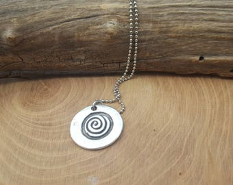 Simple chain necklace with spiral