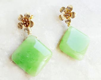 Green earrings, flower earrings, gemstone earrings, gift for her, Mothers day gift for girlfriend, gold earrings, birthday gift for friend