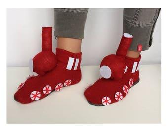 train Slippers, cadeaux pour hommes, rattler socks, locomotive slipper, adult Slippers, knitted engine, puffer Slipper, loco socks, husband
