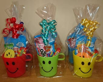 1 Pre Filled Sweets + Toys Smiley Cup Party Favour Bag - Vegetarian Halal Sweets Only - Birthday Bag - Party Cup - Wedding Favour