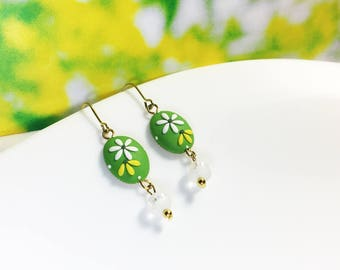 Polymer clay Jewlery of handmade earrings - Green and White flower | FIFI CLAY