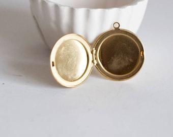 1 round locket pendant in brass - medium
