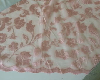 Pink sheer powder and very practical no-iron 280 cm tall