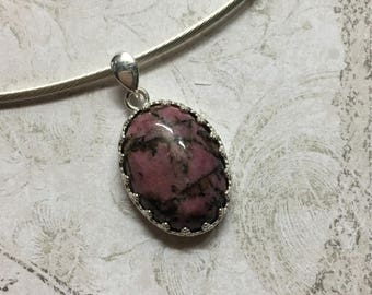 Semi-rigid necklace in Silver 925/1000. Natural stone RHODONITE.