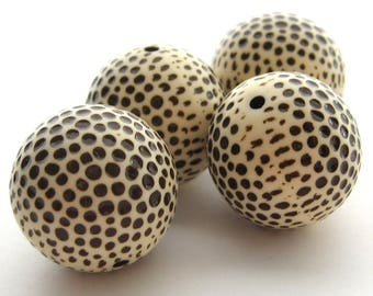 3 Vintage Acrylic Round Dot Beads, 22 mm, Cream Brown Dotted Beads, Polka Dot Beads, Golf Ball Beads, Pockmark Pitted Beads, Destach