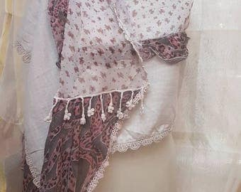 Shawl with layers and ruffles tulle prints