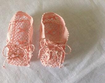 Zapatito de bebé en mundillo/Bobbin lace booties