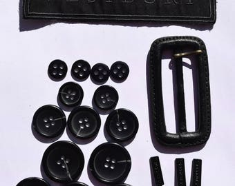 Vintage Westbury 10 pcs plastic buttons / 1 plastic buckle / 3 metal branded zippers holders / 2 metal branded zippers