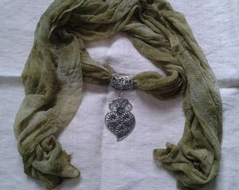 Green and pretty scarf leaf carved