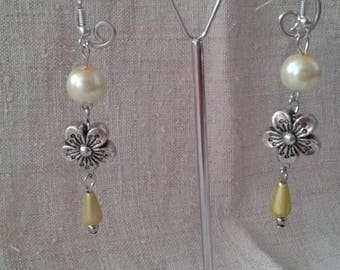 yellow pearl and Silver Flower Earrings