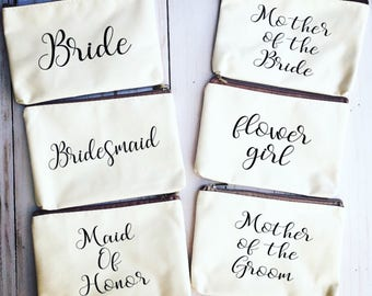 Bridal party makeup bags/custom makeup bag/cosmetic bag/personalized makeup bag/bridal party gifts/bachelorette party favors/wedding gifts