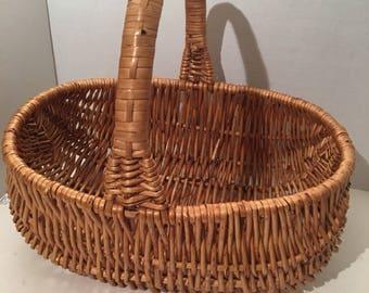 Vintage Handled wicker Basket/ Wicker Basket /Picnic Basket / Gift Basket.