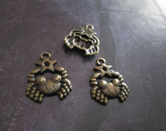 a sign of Zodiac cancer metal bronze charm 20 x 20 mm