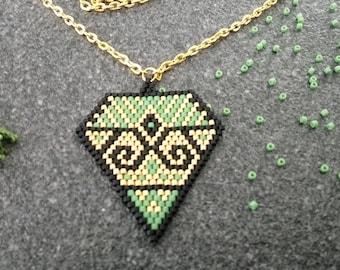 Weaving brickstitch diamond shape necklace