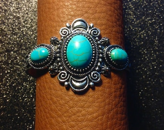 Turquoise and silver tone bracelet
