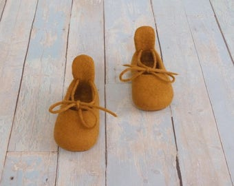Felted baby moccasins Ready to ship eu 18 Wool boots newborn Baby shower gift Crib shoes baby Merino mustard wool  booties First boots baby