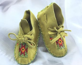 Baby Shower Gift-Baby Soft Sole Leather Shoes-Moccasins-Native American Art-Beaded Moccasins-Boy-Girl Moccasin-GREEN