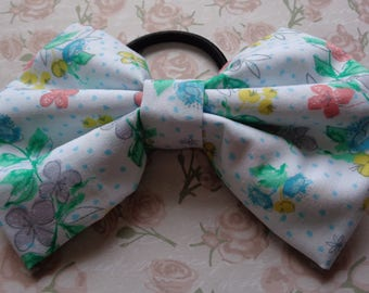 White Buttercup Fabric Pattern Hair Bow