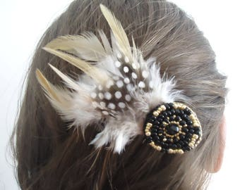 Clip with feathers and beads