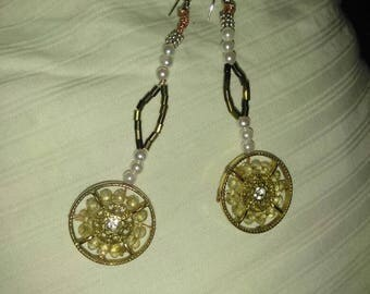 Timeless gold pendulum earrings