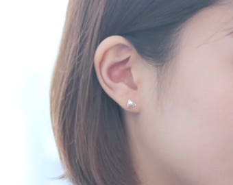 small triangle 14k gold stud earrings with a ocean pearl