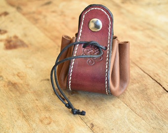 Purse fuchsia and brown leather. Celtic knot pattern. Double closure!