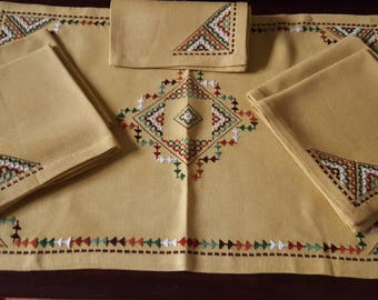 Boho Vintage Table Linens, Embroidered table scarf with 5 matching napkins.