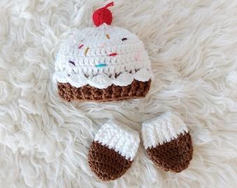 Newborn Cupcake Hat and Mitt set