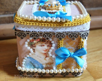 Little chic, beaded jewelry box