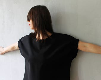 Black oversized top with elastic sleeves