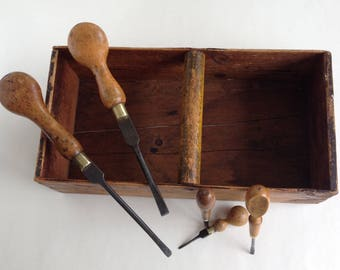 Vintage wooden carpenters tool box with a J Hill, G Buck and 3 other screwdrivers.