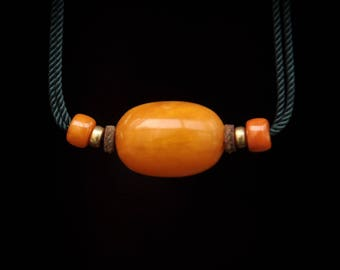 Simple Design Middle East Antique Amber Necklace