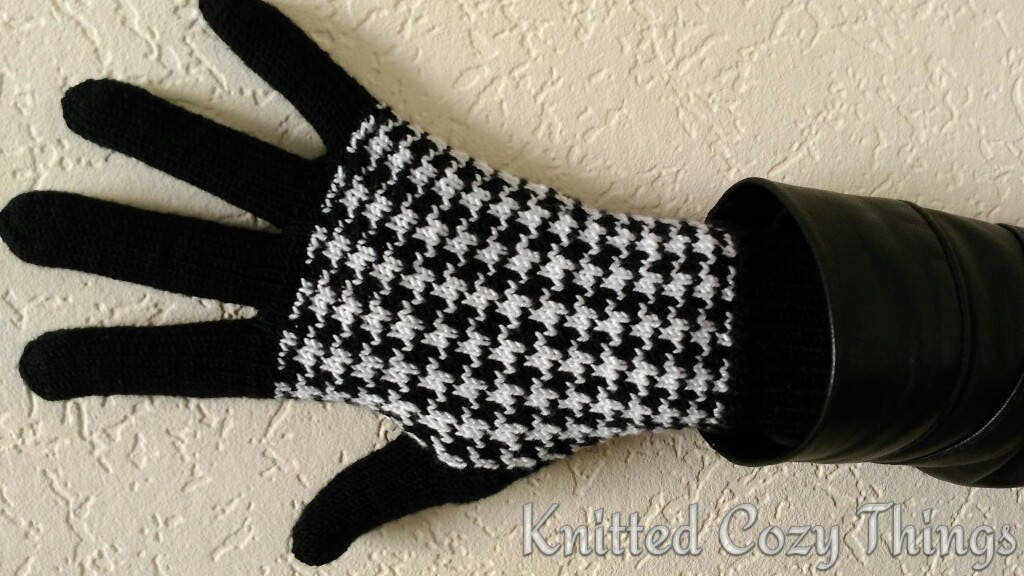 Gloves with fingers/ black gloves/ Chanel gloves/ elegant