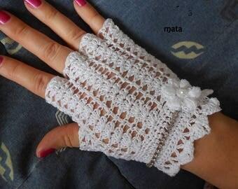 White Laces crochet fingerless gloves
